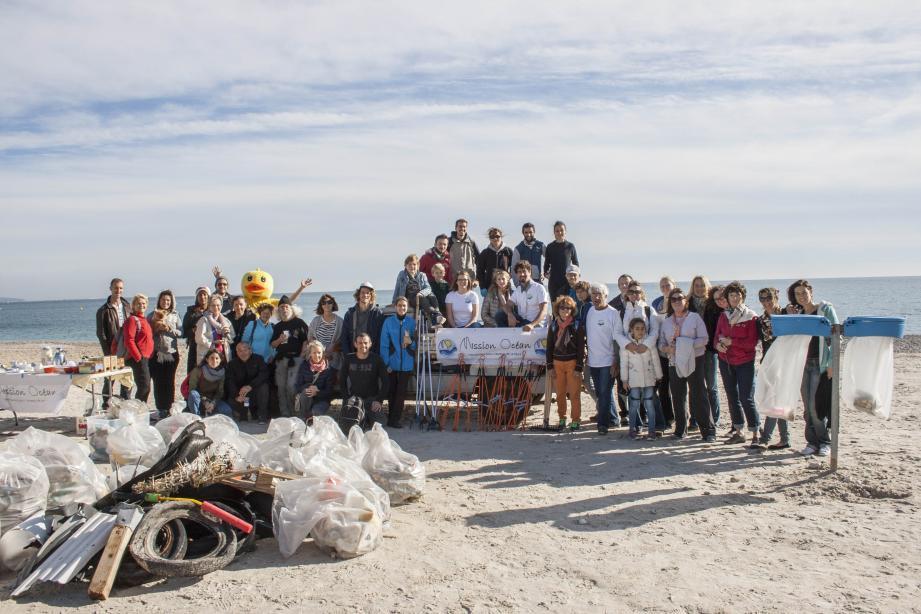 Une soixantaine de participants de tous les âges a permis de ramasser et trier plus de 180 kilos de déchets.
