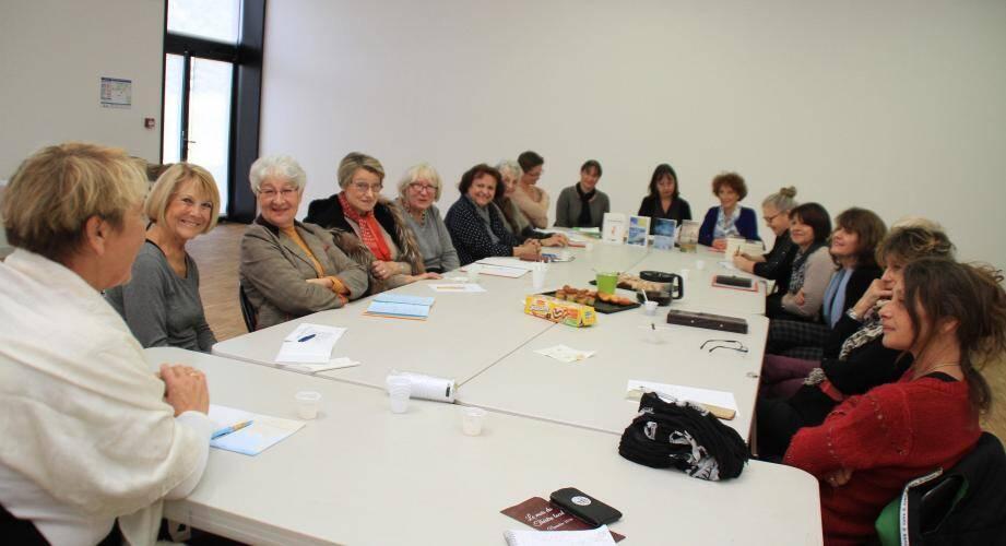 Le jury de lectrices réuni autour des organisatrices pour découvrir la sélection 2017.