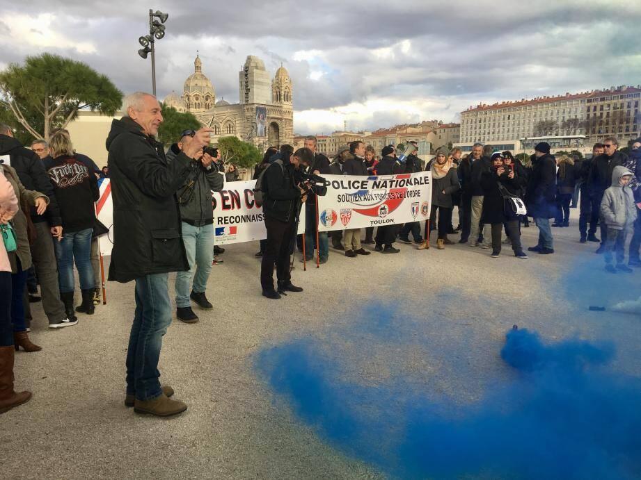 Le rassemblement s'est tenu au pied de la cathédrale de la Major, sur l'esplanade du Mucem, à Marseille.