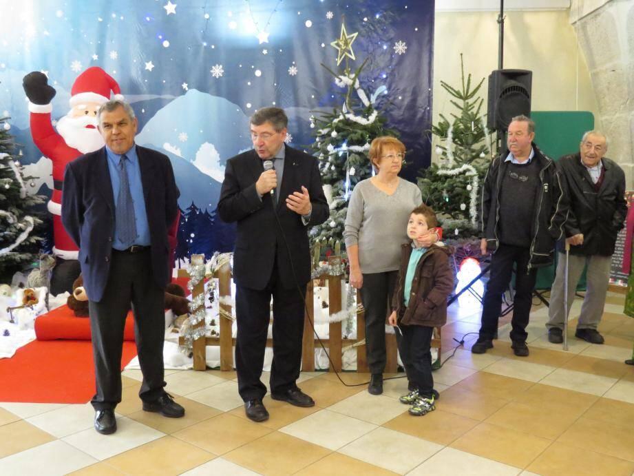 Le maire, avec Dominique Righi et Janine Fontana, a inauguré l'exposition hier matin.