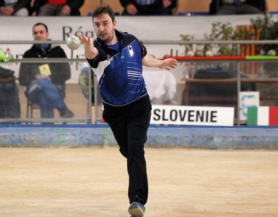 Les Français Guillaume Abelfo et Alexandre Chirat (ci-dessus) sont devenus champions d'Europe de tir rapide en double, hier à Nice. Le seul succès du camp tricolore, quand l'Italie a décroché deux titres continentaux, notamment avec Luigi Grattapaglia (à gauche), en double avec Melignano.
