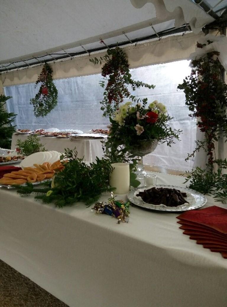 Huit bénévoles se sont dévouées pour offrir un buffet des 13 desserts pour le réveillon de Noël. (DR)