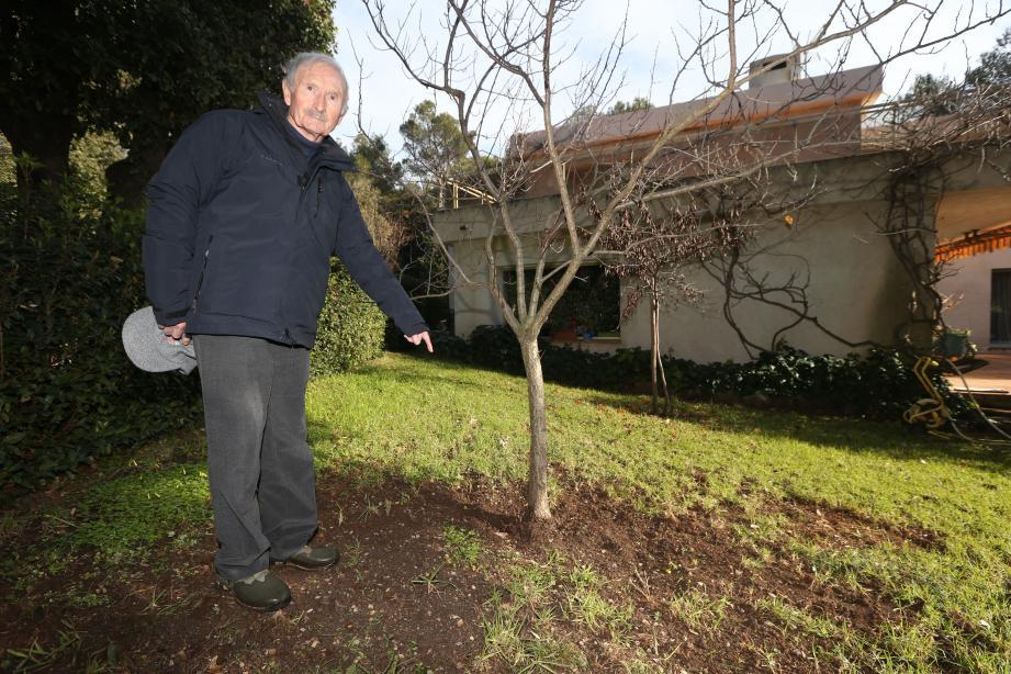 S'il a, depuis, rebouché les trous, JeanColombaud a encore eu droit – son gazon et ses arbres fruitiers en portent les traces – à la visite des mammifères dans son jardin. Un voisinage dont il se serait bien passé...