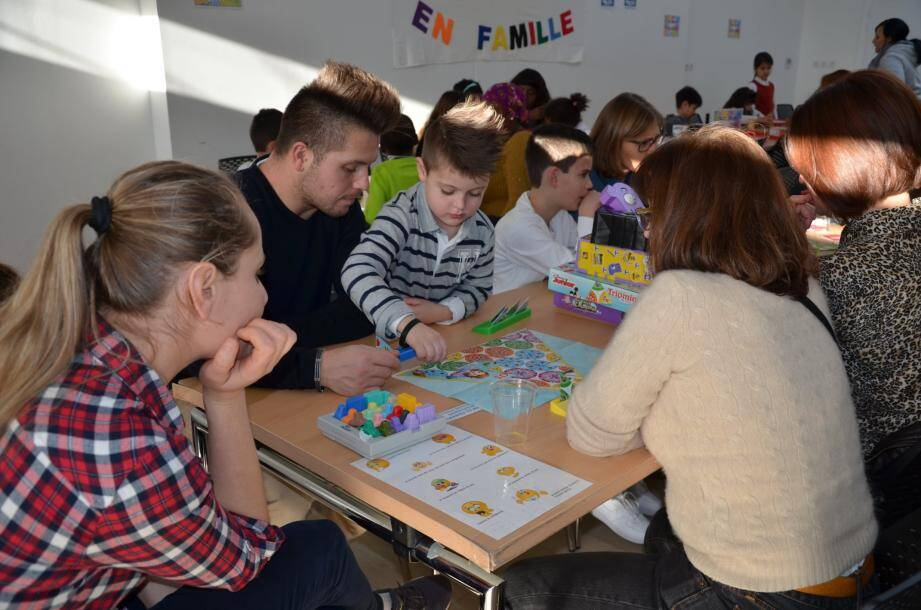 Les jeux de société en (grande) famille, c'est une autre dynamique !