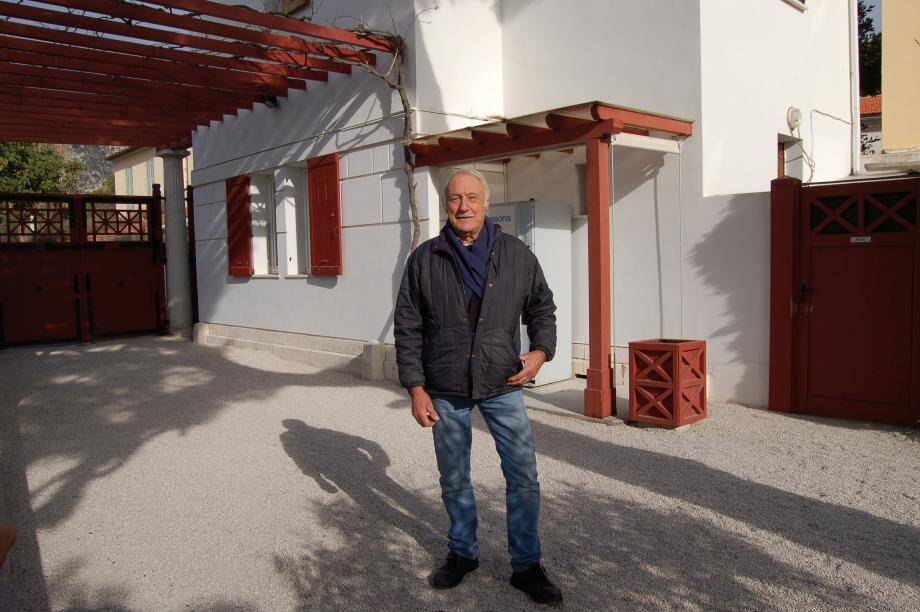Gilbert Garziglia est une mémoire vivante du quartier de Peïra-Fourmiga et de la Villa Kérylos. C'est dans la chambre parentale, au 1er étage de la villa Kérylos, que Julien Reinach a été soustrait aux recherches de la Gestapo.