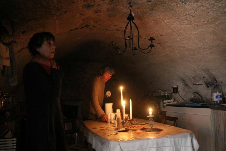 Depuis 4 ans, Anne-Marie et Anne, électrohypersensibles, vivent cloîtrées derrière les murs de cette ancienne grange.
