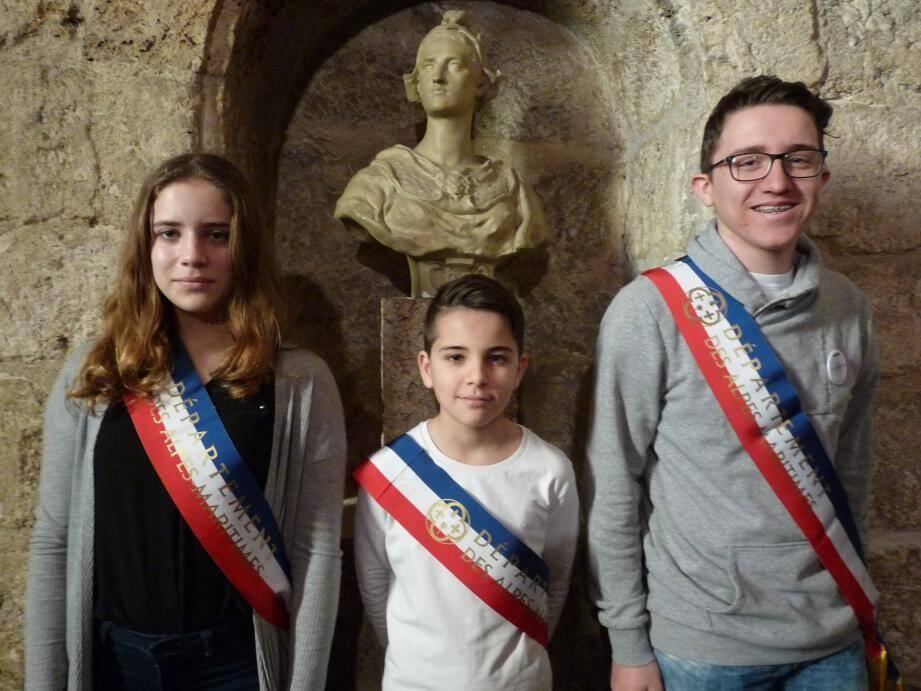 De gauche à droite : Johana De Oliveira, Enzo Signes, Quentin Souris et Lola Polosecki sont les quatre jeunes conseillers départementaux de Grasse.