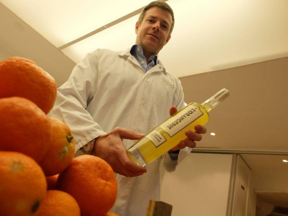 Philip Culazzo travaille ici, dans son local de la rue de La Turbie. La liqueur d'orange est fabriquée là.