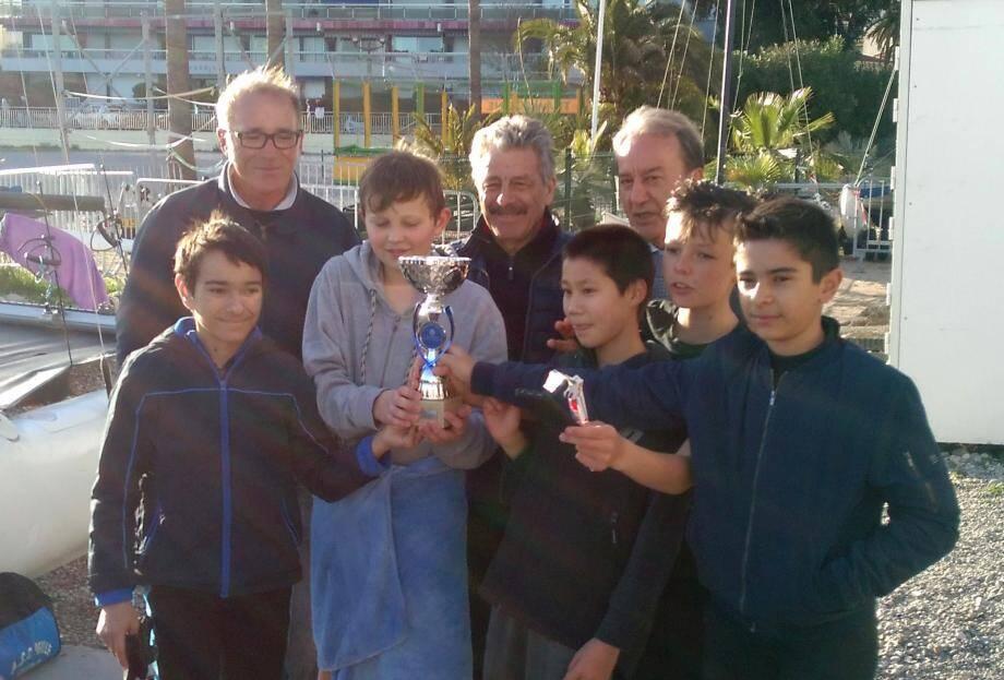 Patrick Césari et Ghislain Poulain ont félicité les jeunes régatiers.