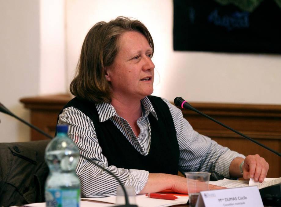 Cécile Dumas, élue Front de gauche, et le maire Jean Leonetti ont débattu sur le sujet.