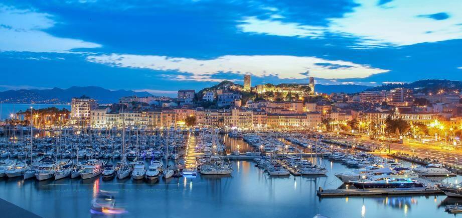 Cannes la nuit.