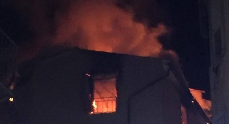 Un violent incendie sest déclaré à Grasse ce vendredi soir.