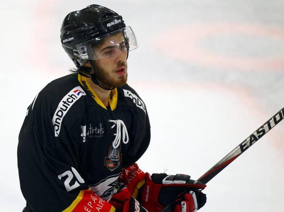 L'attaquant de 23 ans a signé un nouveau contrat lundi malgré des contacts avec d'autres clubs de Magnus. Le défenseur de 26 ans, lui, rentre au Canada.