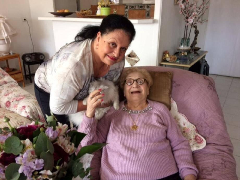 Emilie (102 ans) et sa fille Simone.