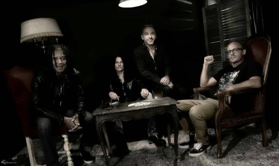 Le groupe « Cabine 13 » s'est spécialisé dans les reprises rock et reggae.