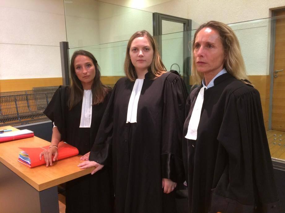 Mes Mancel, Delanchy et Junginger, les avocates de la défense.