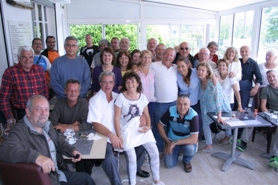 Retour aux affaires pour le « 202 » après deux mois et demi de fermeture : ça méritait bien une petite fête avec les clients et amis...