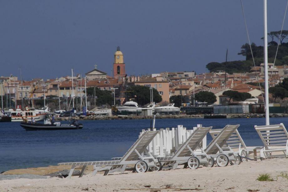 Restaurants de plage à Saint-Tropez.