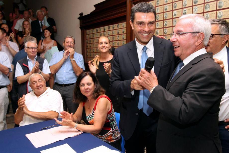Eric Pauget a eu droit à une ovation au sein de la mairie d'Antibes. De l'autre côté, Khaled Ben Abderrahmane ne voit pas ces résultats comme la fin de son engagement.