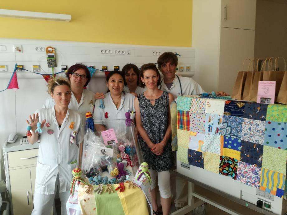 Grâce au grand cœur de ses bénévoles, l'association continue à offrir de belles créations et du soutien aux petits et familles.