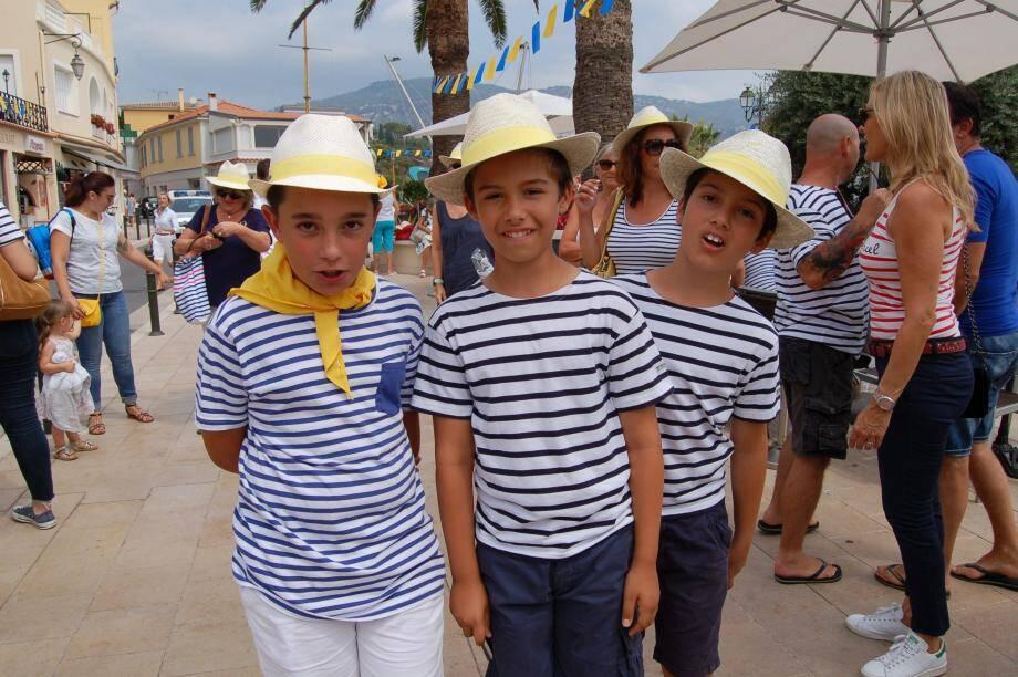 Les petits Saint-Jeannois ont fièrement représenté leur village lors des aubades.