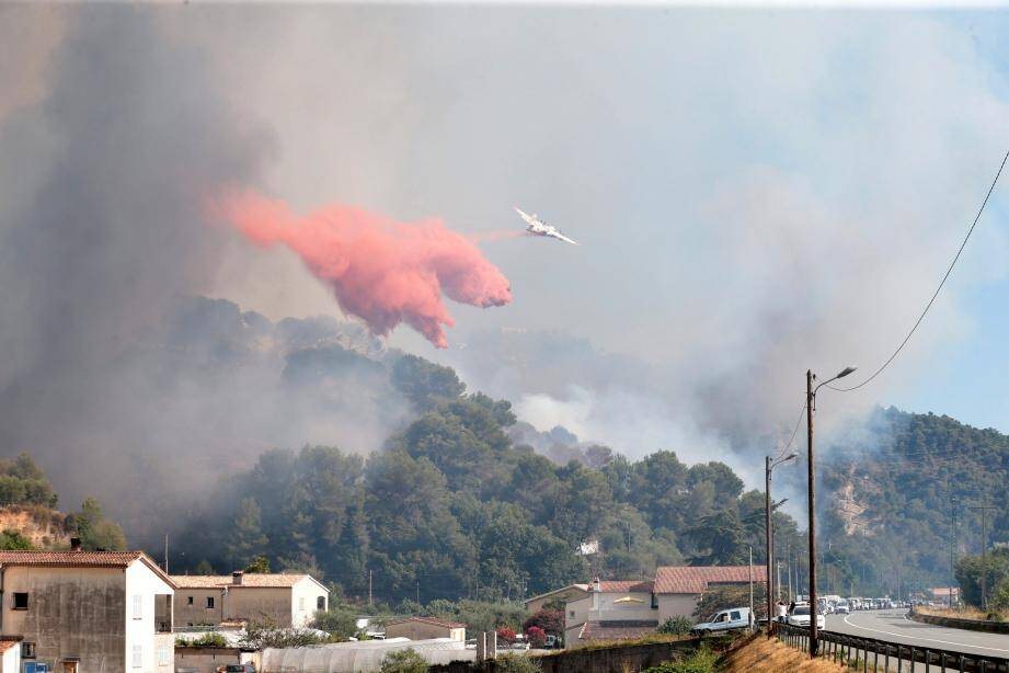 A 18h30, les flammes avaient parcouru 100 hectares.