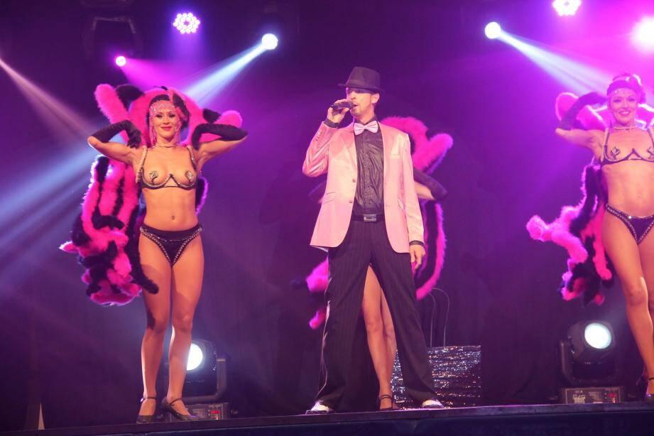 Les danseuses de la revue « Farlight » ont fait le show devant plus de 300 spectateurs. Le lendemain, les minots ont, pour leur part, profité d'une mousse party géante.