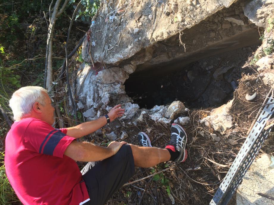 On découvre, encore, des vestiges de l'aqueduc de Fontvieille. Ici, derrière le parking Bouygues, après l'évacuation d'un squat.