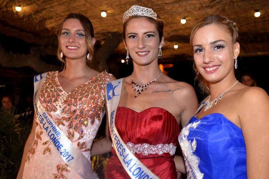 Miss Hyères - La Londe au centre, entourée par ses deux dauphines.