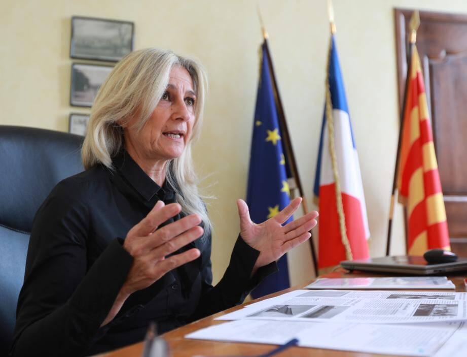 Christine Lanfranchi-Dorgal, maire de Saint-Maximin et Françoise Dumont, présidente du Sdis 83.