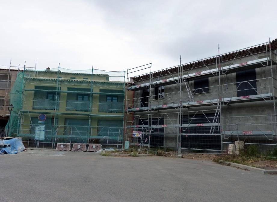 Le dernier vaste bâtiment qui va accueillir un entrepreneur de maçonnerie, un électricien et un autre corps de métier est bientôt terminé.
