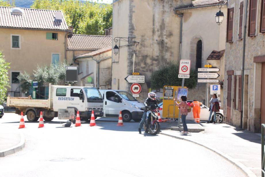 De nombreux automobilistes et motards ont tenté d'éviter la déviation de plusieurs kilomètres, en vain.