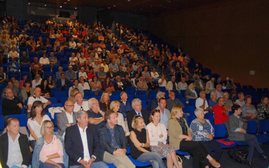 Près de 300 Bandolais avaient répondu à l'invitation du maire Jean-paul Joseph.(Photos. L)