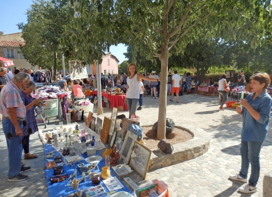 Il y aura une multitude de trésors à chiner au vide-grenier place Vieille, avec des troupes de rues pour animer la fête.