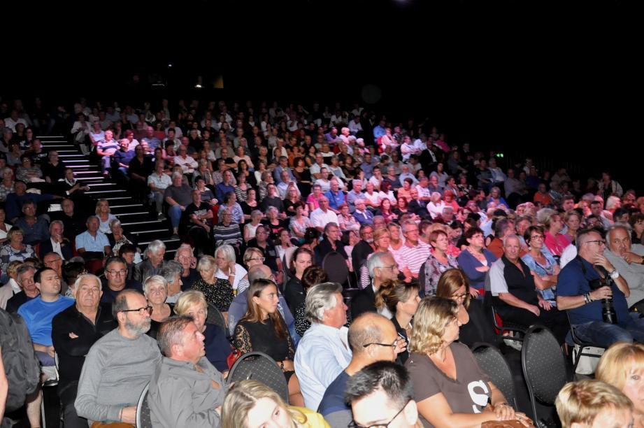 Avec cinq cents spectateurs, la salle affichait complet jeudi soir.