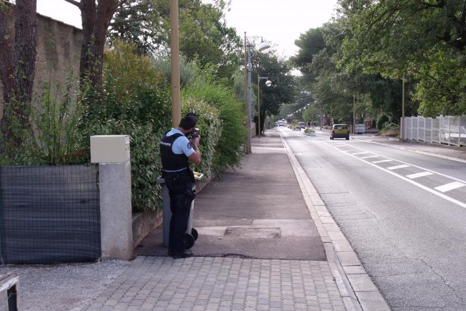 Avenue de Verdun. Rares sont les véhicules qui respectent la limitation de vitesse à 30 km/h.