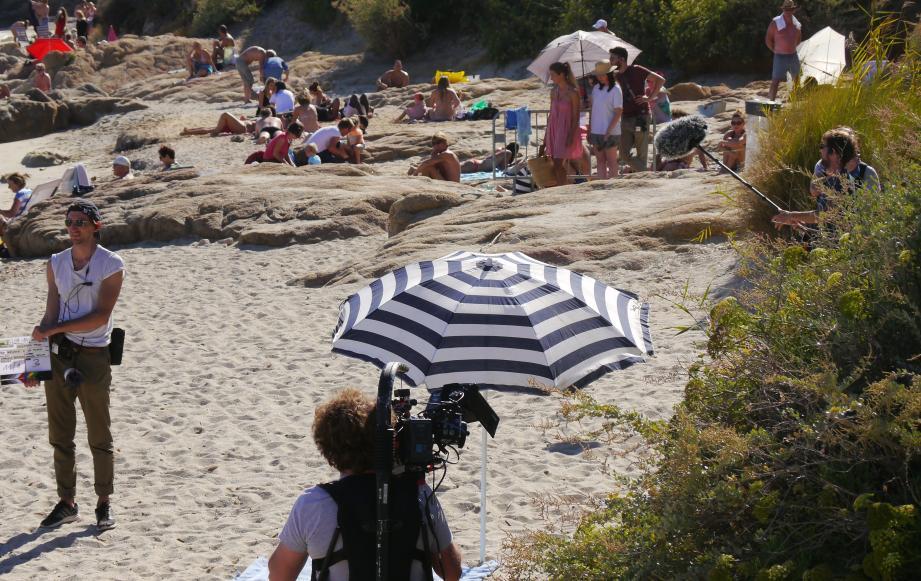 Journée de tournage sur la plage de l'Escalet sans trop déranger les vacanciers.