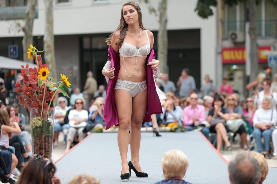 Défilé de mode en plein centre-ville.