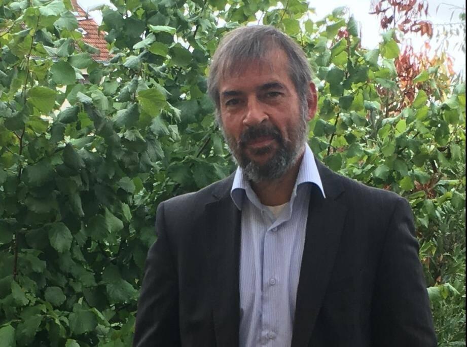 """Jean-Yves Pineau est membre de lassociation nationale """"Les Localos""""."""
