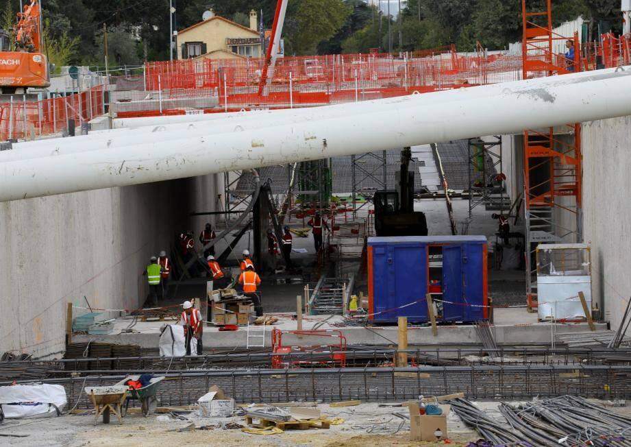 Plus gros travaux du chantier: la création d'un pont rail et d'une trémie routière à Mouans-Sartoux.
