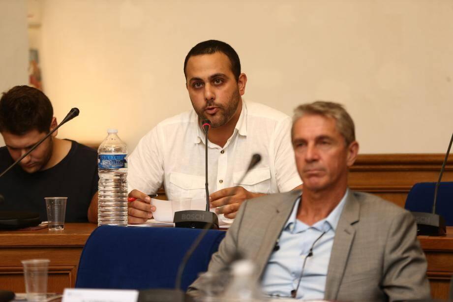 « Je n'ai pas de regret, aucun », déclare Marc Gerios, siégeant désormais au sein du conseil municipal en tant qu'élu non-inscrit divers droite.