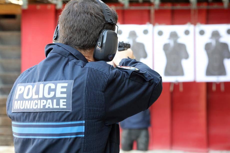 C'est le 29 novembre 2016, qu'a été publié au journal officel le décret autorisant pour la police municipale l'usage d'un pistolet semi-automatique 9 mm, en remplacement du revolver calibre 38.