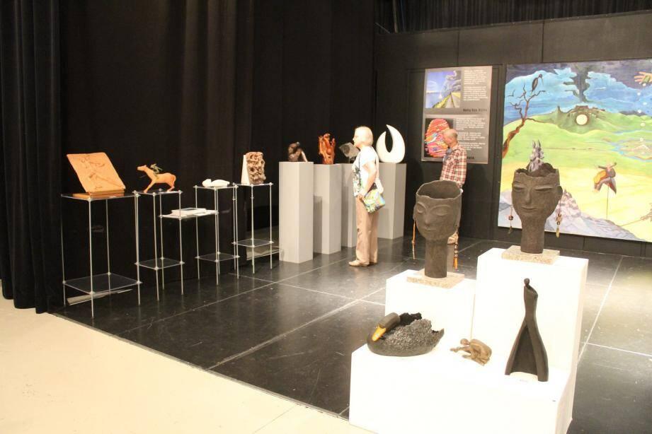 L'exposition regroupe une soixantaine de peintres, acrylique, huile, aquarelle et une dizaine de sculpteurs.