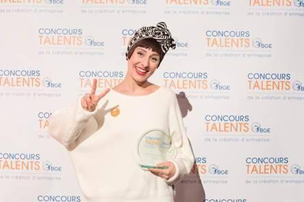 Julie Meunier, alias Les Franjynes, primée Talents BGE dans la catégorie Commerce, ce lundi 23 octobre à Bercy.