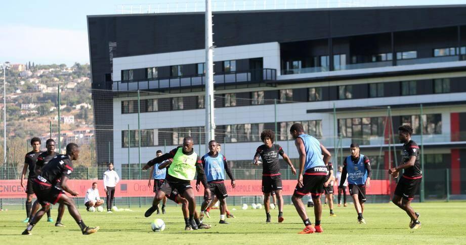 Le nouveau terrain d'entraînement offre des dimensions et un revêtement (pelouse hybride) identiques à ceux de l'Allianz Riviera.