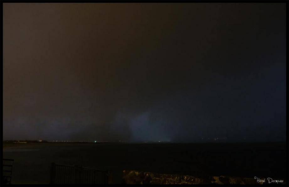 La tornade prise en plein balayage de la zone du Palyvestre