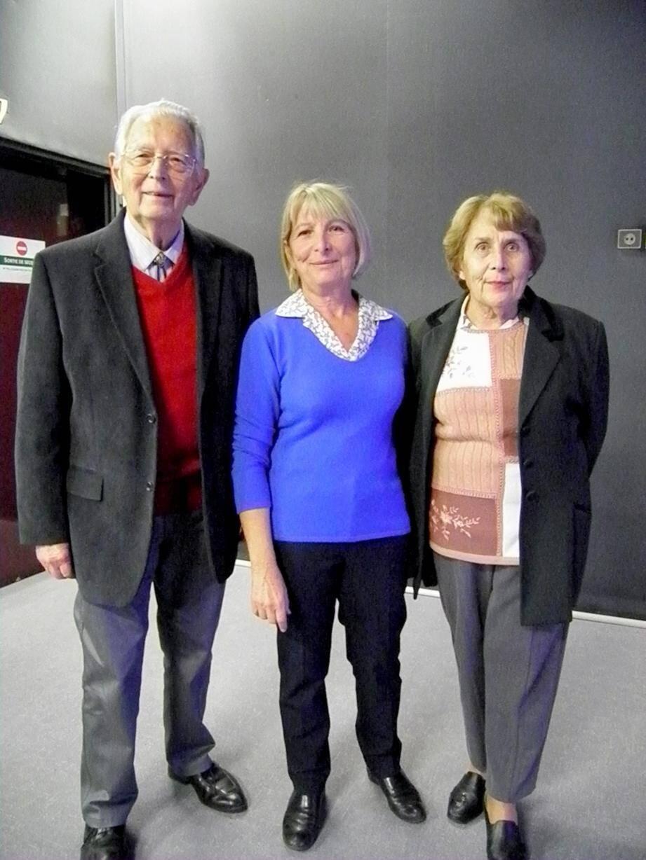 Jacqueline Viollet, la conférencière, entourée de Michel Lochot de VLC et de Simone Ribas, petite-nièce d'Auguste.