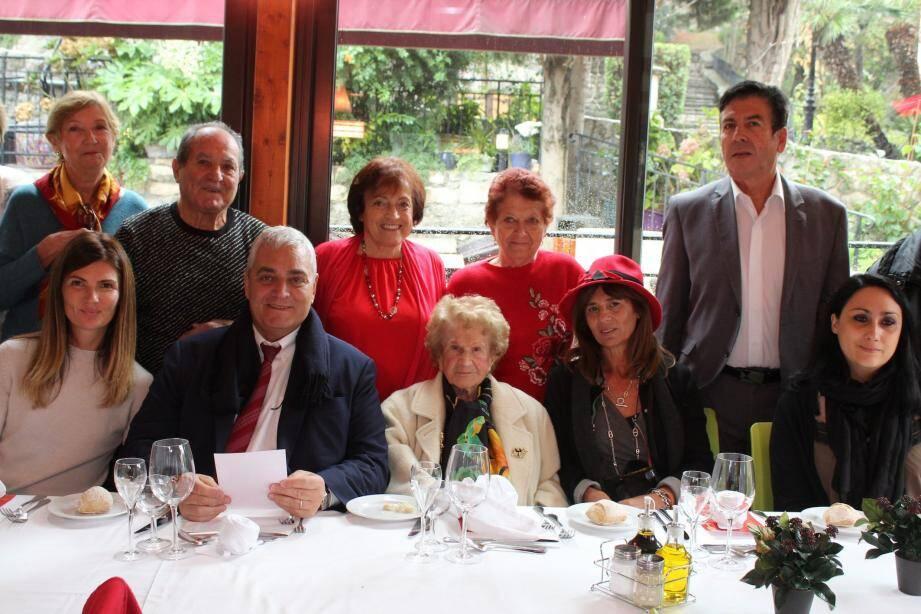Maryse Lancioni, très entourée pour son anniversaire ; heureuse et fière d'être favorite au titre.