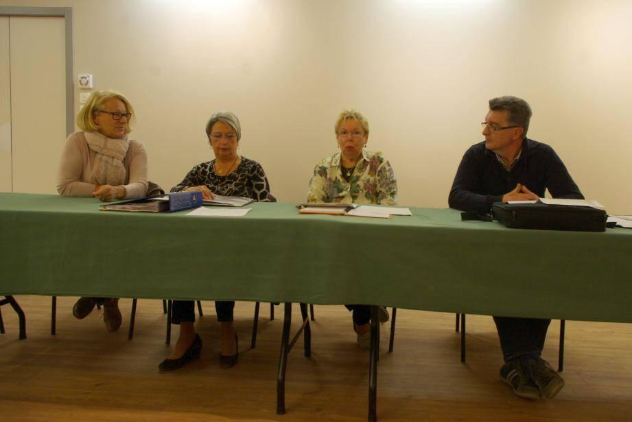 De gauche à droite : Gina Tati (vice-présidente), Wanda Cosina, Jeanne Autran et Frédéric Raymond.