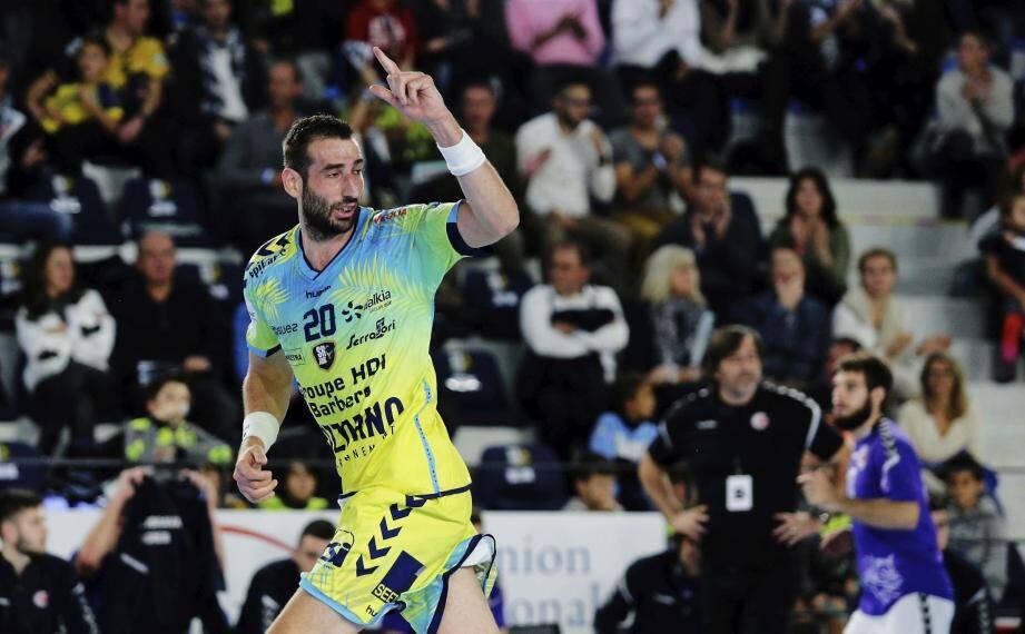 Avec quinze buts, Raphaël Caucheteux (vêtu du maillot coupe d'Europe) a été le meilleur buteur du match.
